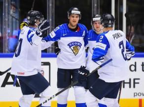 IIHF <i>spēka rangs</i>: Latvija domājusi, ka Aho spēlē Zviedrijas izlasē