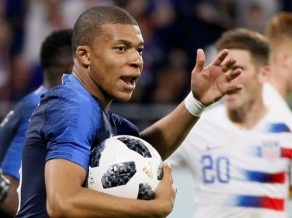 Francija izrauj neizšķirtu pret ASV, Spānijai samocīta uzvara, Serbijai supervārti