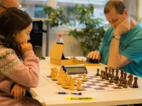 Par atkārtotu krāpšanos mūža diskvalifikāciju Norvēģijā saņem akls šahists