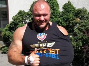 Spēkavīrs Zāģeris sacensībās noplēsis bicepsu