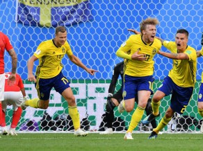 Zviedrija pārspēj Šveici un pēc 24 gadu pārtraukuma iekļūst 1/4 finālā