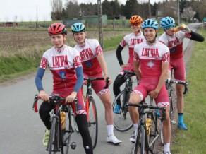Latvijas junioru šosejas riteņbraucēji pirms Eiropas čempionāta atzinīgi startē Beļģijā