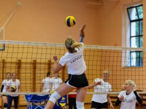 Igaunijas volejbolistes Tallinā pārspēj Latviju