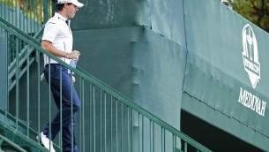 Video: Pasaules labākais golferis Makilrojs gandrīz nokavē spēles sākumu