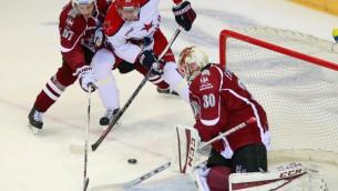 Video: Rīdzinieks Ēriksons triumfē KHL nedēļas atvairījumos