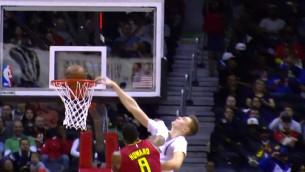 """Video: Porziņģim trīs momenti """"Knicks"""" sezonas topā"""