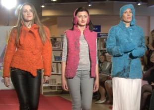 """Video: Pārsteidzošais """"Radošais nemiers"""". Oriģināli pašdarināti tērpi aizraujošā modes skatē"""