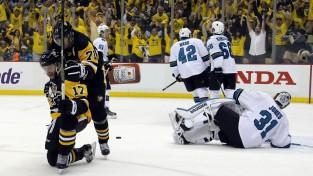 """""""Penguins"""" izlaiž 2:0, tomēr 58. minūtē izrauj uzvaru pret """"Sharks"""""""