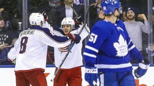 """""""Maple Leafs"""" izlaiž divu vārtu pārsvaru un zaudē """"Blue Jackets"""""""