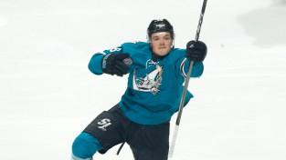 """Balcers iesaistīts vasaras lielākajā NHL darījumā, Kārlsonu aizmaina uz """"Sharks"""""""