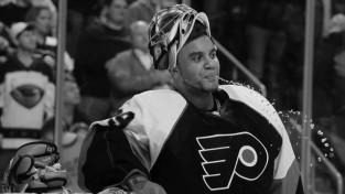 35 gadu vecumā mūžībā aizgājis bijušais NHL vārtsargs Rejs Emerijs