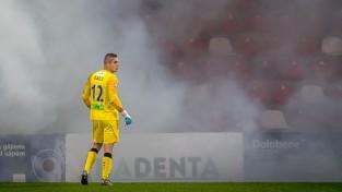 """Uz labākā futbolista titulu pretendējošais Ozols turpinās sargāt """"Riga"""" vārtus"""