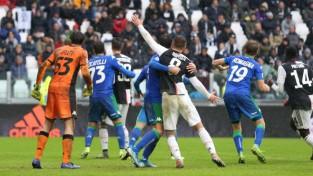 """""""Sassuolo"""" atņem punktus """"Juventus"""", par A Sērijas līderi kļūst Milānas """"Inter"""""""