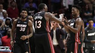 """Robinsonam desmit trīnīši, diviem """"Heat"""" spēlētājiem <i>triple-double</i> episkā uzvarā"""