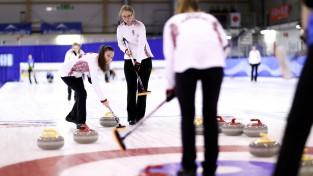 Junioru kērlingistes pasaules čempionātā B divīzijā kvalificējušās ceturtdaļfinālam