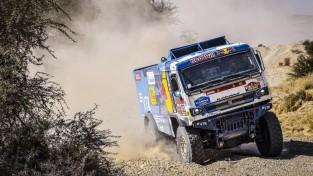Brabeks gāž no troņa KTM, Dakaras rallijā uzvar arī Sainss un Karginovs