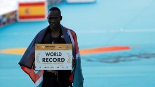 Visu laiku ātrākais pusmaratons – pasaules rekordu pārspēj četri sportisti