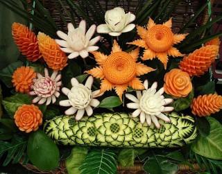 Foto: Karvings – dekoratīvā augļu un dārzeņu griešanas māksla