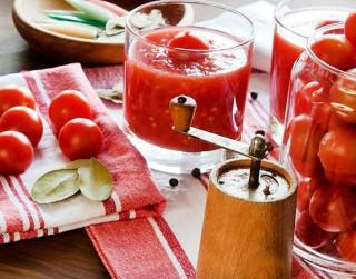 Kā pagatavot tomātus savā sulā?