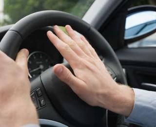 Kā tikt galā ar agresīvu autobraucēju?