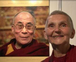 Video: Budistu mūķenes Margaritas Putniņas sveiciens Latvijas svētkos