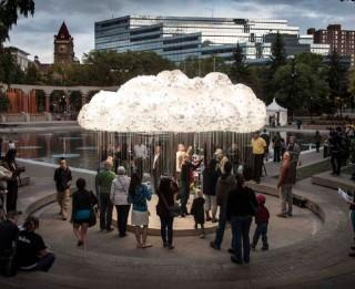 """Pagarināts mūsdienu kultūras foruma """"BALTĀ NAKTS"""" instalācijas """"MĀKONIS"""" (CLOUD) eksponēšanas laiks"""