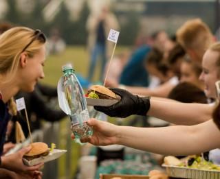 """Jau ceturtdien Ķīpsalas pludmalē notiks garšīgais """"Borjomi"""" pikniks"""