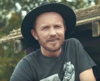 Video: Ar Kaupera un Zemīša dziesmu uzsākta kampaņa ģimenēm ESI MAN BLAKUS