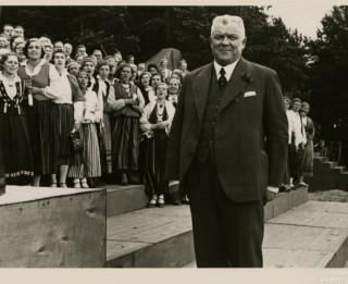 Ko skolā māca par 15. maija Kārļa Ulmaņa apvērsumu?