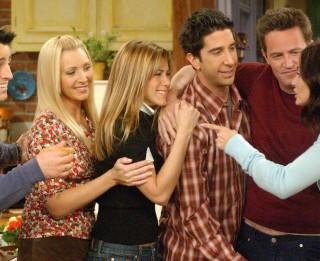 """Leģendārais TV seriāls """"Draugi"""" svin 25. jubileju: fakti, kurus nezināji"""
