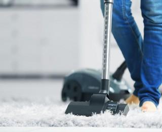 Kā gudri iegādāties čaklāko palīgu mājoklī – putekļu sūcēju?