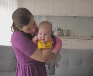 Video: Kolikas jaundzimušajam –  vai no tām ir iespējams izvairīties?