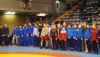 Foto: Liepājā sadala junioru cīņas medaļas