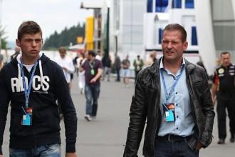 17 gadus vecais F1 debitants Verstapens kritiķos neklausās