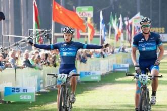 Flaksis un Smirnovs pārspēj igauņus, triumfējot lielajā Tartu MTB maratonā