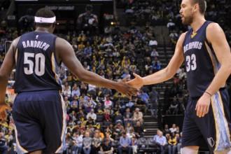 """M. Gazols izrēķinās ar """"Clippers"""", Dengam 26 punkti """"Heat"""" uzvarā"""
