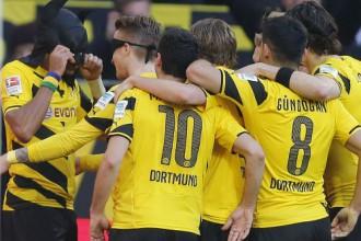 """Dortmunde spiež iespaidīgi, taču salauž """"Schalke"""" tikai mača beigās"""
