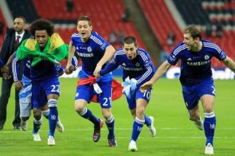 """""""Chelsea"""" pussargs Matičs gūst traumu, svinot Līgas kausa iegūšanu"""