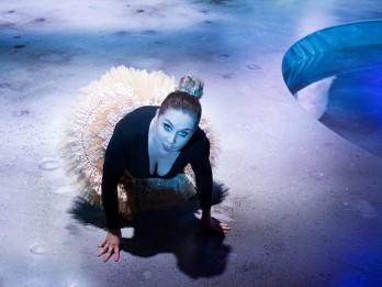 """Foto: Daugavpils teātra izrāde """"Cilvēks parastais"""" fotomirkļos"""