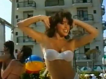 Video: Vai atceries? 80-to gadu estrādes seksa simbols- Sabrina