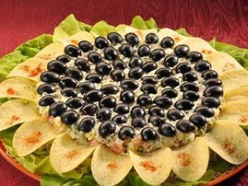 Salāti Saulespuķe svētku galdam