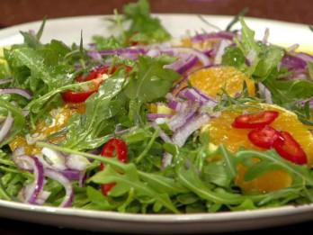 Pikantie rukolas un apelsīnu salāti