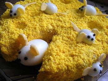 Kārtainie salāti: peles sierā