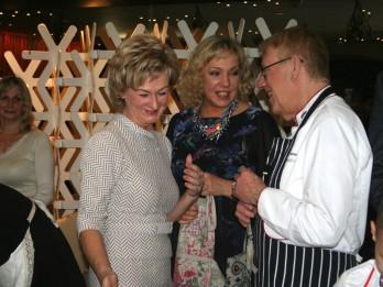Mārtiņa Fonds kopā ar Valsts prezidenta kundzi Ivetu Vējoni un  Mārtiņu Rītiņu ieskandina Ziemassvētkus