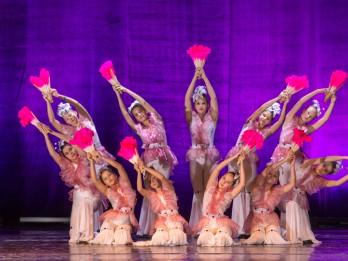 """Aicinām Lieldienas pavadīt Kultūras pilī """"Ziemeļblāzma"""". Ģimeniska pastaiga pa skaisto parku un krāšņs Eiropas festivālu cienīgs deju koncerts"""
