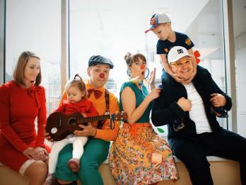 """Video: Ivo Laumanis un Kristīne Šomase izdod dziesmu projektam Dr.Klauns - """"Ir tavi smiekli"""""""