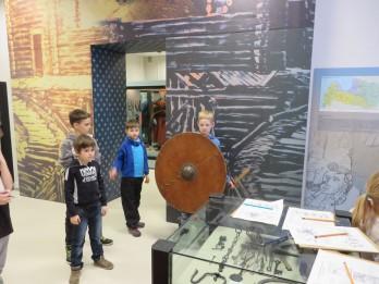 """10. februārī Latvijas Nacionālajā vēstures muzejā nodarbība ģimenēm ar bērniem """"Stāsti par senajiem ļaudīm"""""""