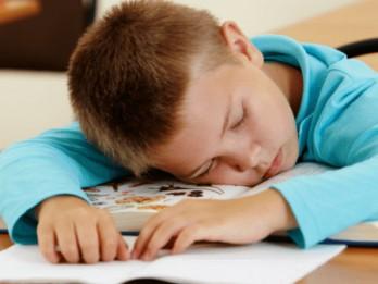 Savākti 10 000 paraksti pret sešgadnieku sūtīšanu skolā; iniciatīva tiks iesniegta Saeimā