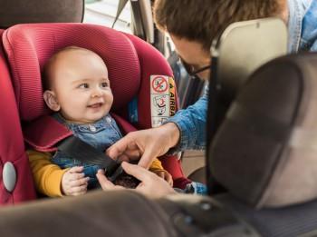 Video: Kā pareizi lietot bērnu autosēdeklīti?