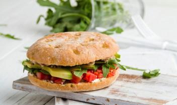 Olīvu krēmsiera sendvičs